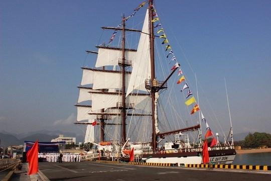 Fuerza naval vietnamita recibe primer buque de vela hinh anh 1