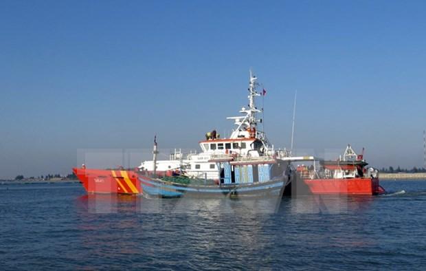 Rescatan a pescadores naufragos vietnamitas en Hoang Sa hinh anh 1