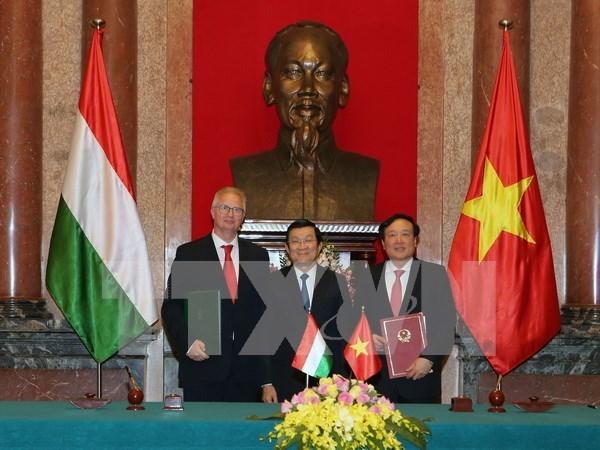 Vietnam y Hungria firman acuerdo sobre Asistencia juridica mutua en asuntos penales hinh anh 1
