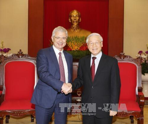 Lider partidista recibe al presidente de Asamblea Nacional de Francia hinh anh 1