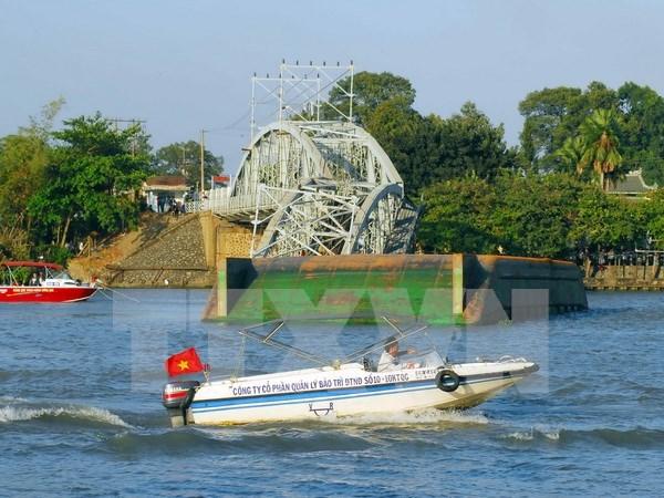 Detenidos sujetos vinculados con derrumbe de puente ferroviario en Vietnam hinh anh 1