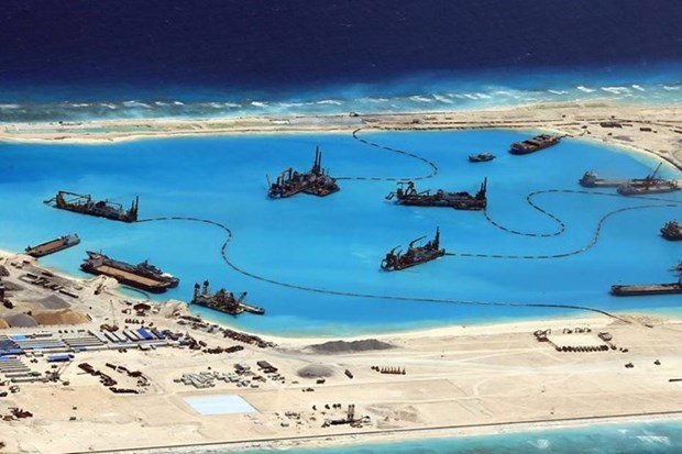 Periodico sudcoreano: militarizacion de China en Mar del Este amenaza la paz hinh anh 1