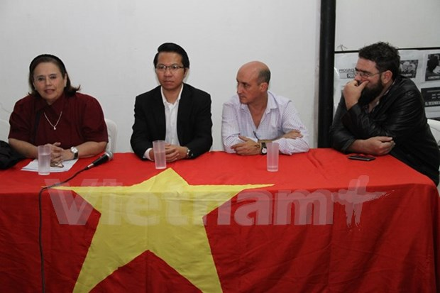 Celebran coloquio sobre mujeres vietnamitas en Argentina hinh anh 1