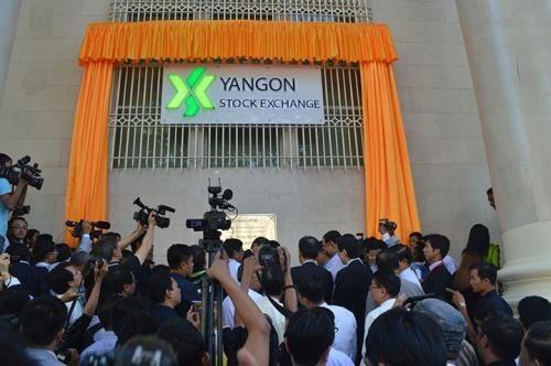 Mercado de valores de Myanmar inicia primeras operaciones bursatiles hinh anh 1