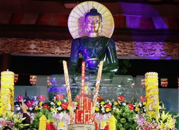 Exhiben en Vietnam mayor estatua de Buda hecha de jade hinh anh 1