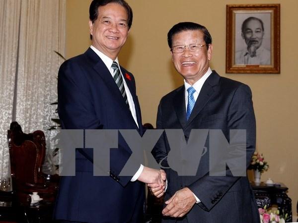 Premier vietnamita destaca gran potencial de cooperacion con Laos hinh anh 1