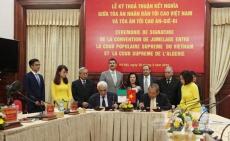Vietnam y Argelia comparten experiencias en labores juridicas hinh anh 1