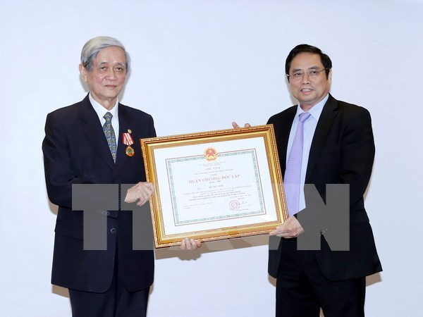 Honran a contribuciones de exdirector de VNA con Orden de Independencia hinh anh 1