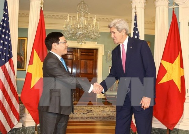 Vicepremier de Vietnam dialoga con John Kerry en Washington hinh anh 1