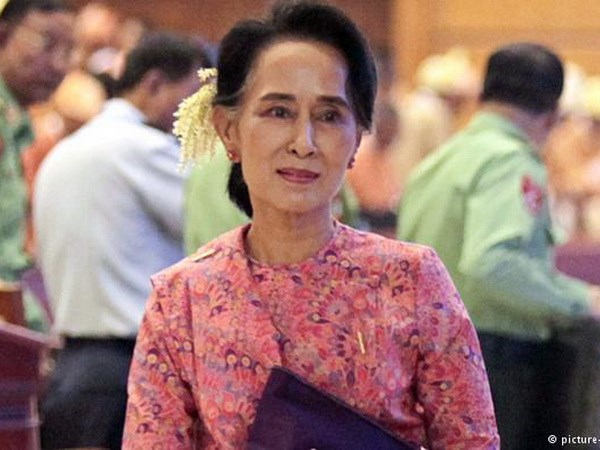 Oponen diputados de Ejercito designacion a Aung San Suu Kyi como asesora de Estado hinh anh 1