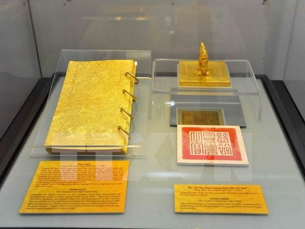 En desarrollo exposicion de libros dorados de la ultima dinastia vietnamita hinh anh 1