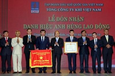 Viceprimer ministro vietnamita destaca importancia de industria petrolera hinh anh 1