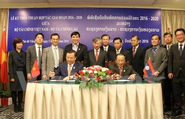 Vietnam y Laos consolidan cooperacion financiera hinh anh 1