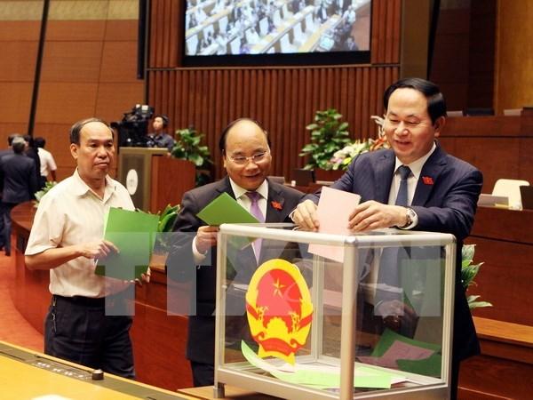 Diputados eligen a vicepresidentes del parlamento y miembros de su Comite Permanente hinh anh 1