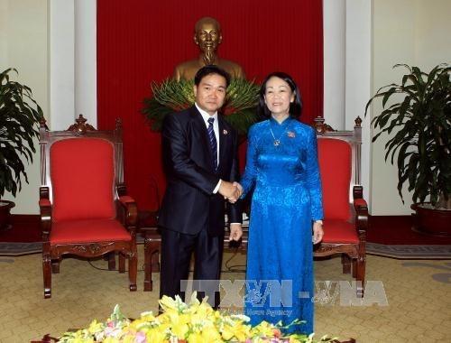 Saludan cooperacion juvenil Vietnam - Laos hinh anh 1