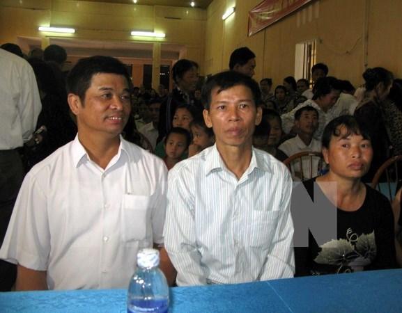 Procesan a expolicia y exfiscal vietnamitas por falsificar documentos hinh anh 1