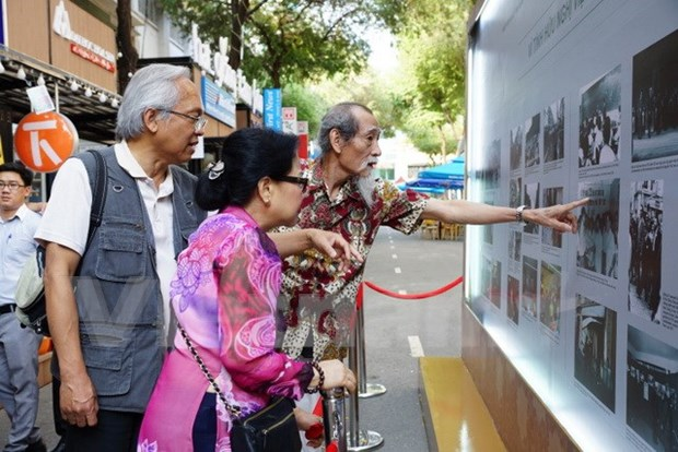 Fotos relatan vida de ciudadanos vietnamitas en Francia hinh anh 1