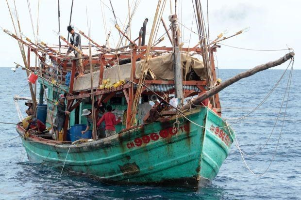 Detienen otros barcos vietnamitas por violar zona maritima de Tailandia hinh anh 1