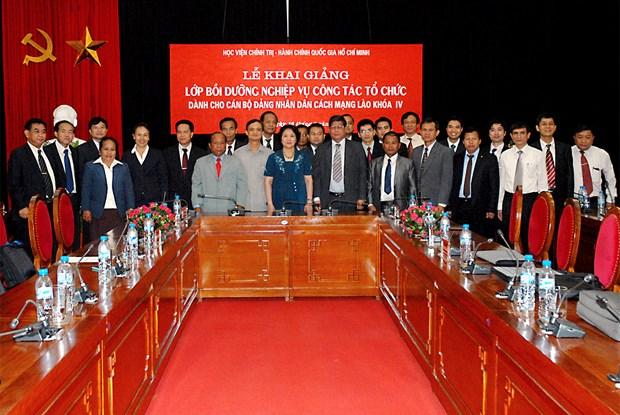 Reciben dirigentes de academia vietnamita de politica ordenes prestigiosas de Laos hinh anh 1