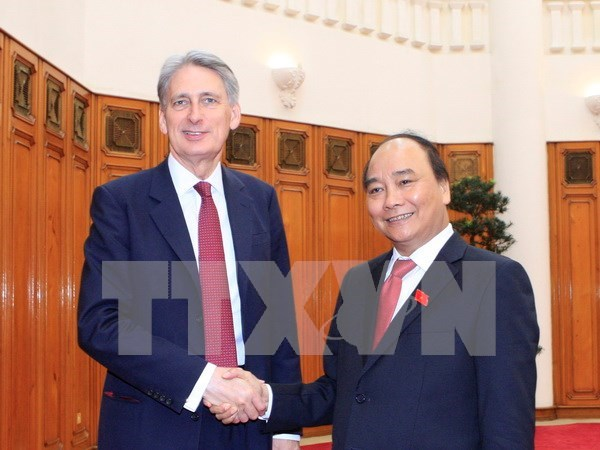 Premier vietnamita propuso apoyo britanico para firmar TLC con UE hinh anh 1