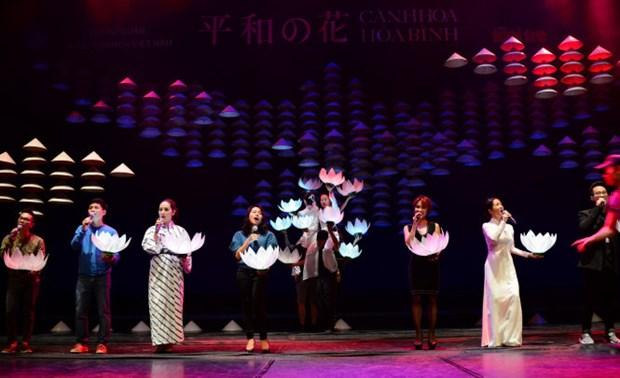 Velada artistica en Tokio alaba la paz y el patriotismo del pueblo vietnamita hinh anh 1
