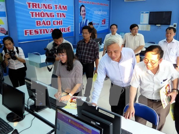 Ofrecen servicios gratuitos de wifi durante el Festival Hue 2016 hinh anh 1