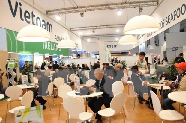 Vietnam presenta su oferta de productos del mar en feria global en Bruselas hinh anh 1