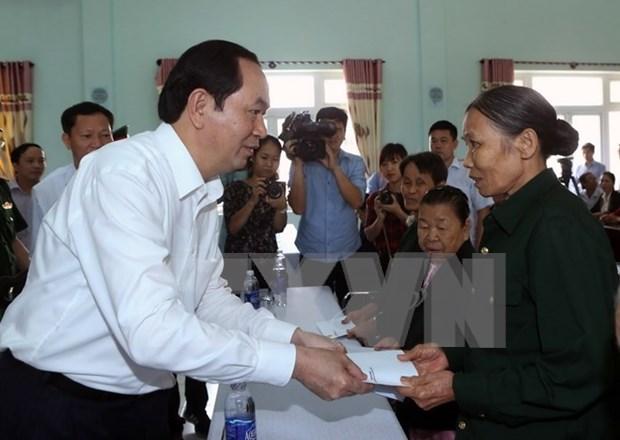 Presidente agradece a personas con meritos revolucionarios en Quang Nam hinh anh 1