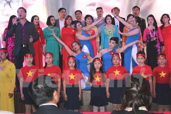 Vietnamitas en Republica Checa hacia la Patria hinh anh 1