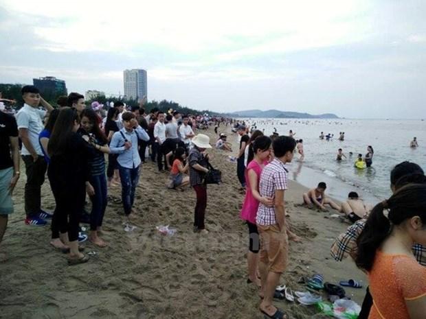 Gran concurrencia a la costa central pese a rumores de contaminacion hinh anh 1