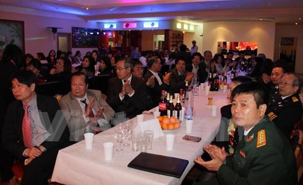 Vietnamitas en Alemania celebran liberacion del sur y reunificacion del pais hinh anh 1