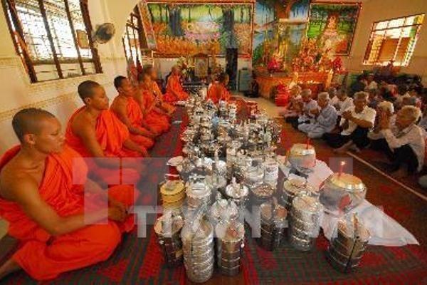 Exhorta dirigente vietnamita a mejorar la vida de comunidad Cham hinh anh 1