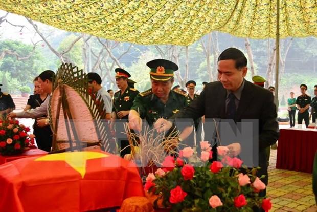 Entregan restos de soldados vietnamitas fallecidos en Laos hinh anh 1