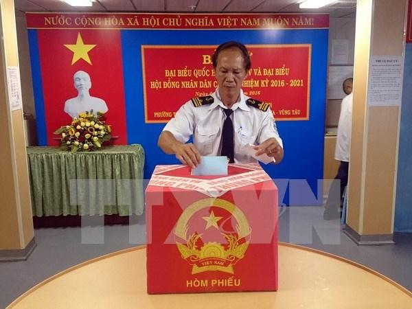 Efectuan votaciones tempranas para trabajadores en el mar hinh anh 1