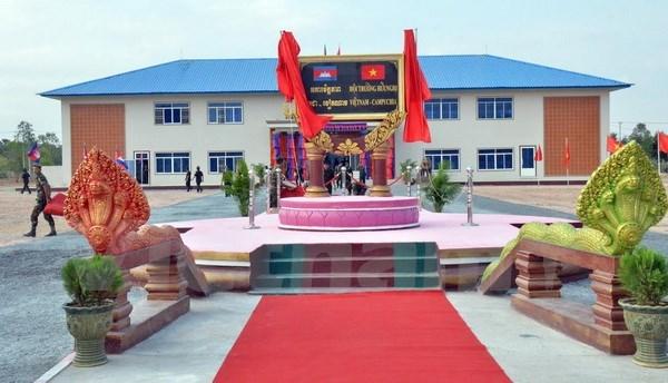 Inauguran en Camboya obra militar con asistencia financiera de Vietnam hinh anh 1