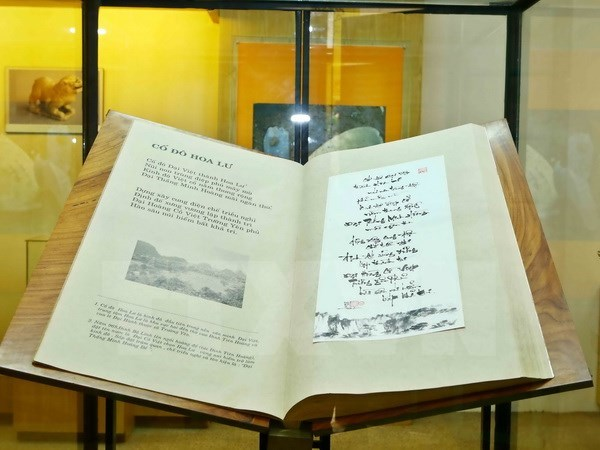 Coleccion de poemas vietnamitas recibe titulo de record mundial por su exclusividad hinh anh 1