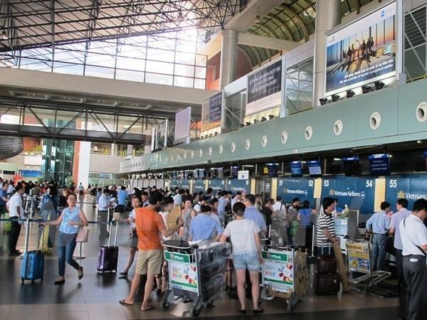 Multan a trabajador acusado de golpear a pasajero en aeropuerto vietnamita hinh anh 1