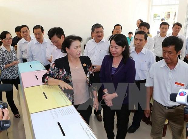 Presidenta parlamentaria supervisa preparativos electorales en provincia Hau Giang hinh anh 1