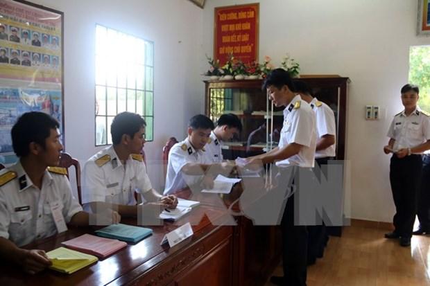 Celebran elecciones anticipadas en plataforma maritima DK1 hinh anh 1