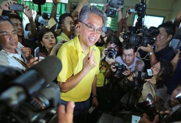 Elecciones presidenciales de Filipinas: M. Roxas admite fracaso ante Duterte hinh anh 1
