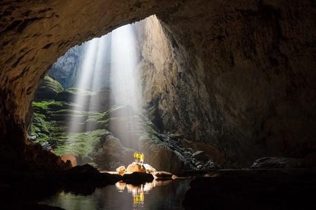 Embajadores extranjeros exploran la cueva Son Doong hinh anh 1