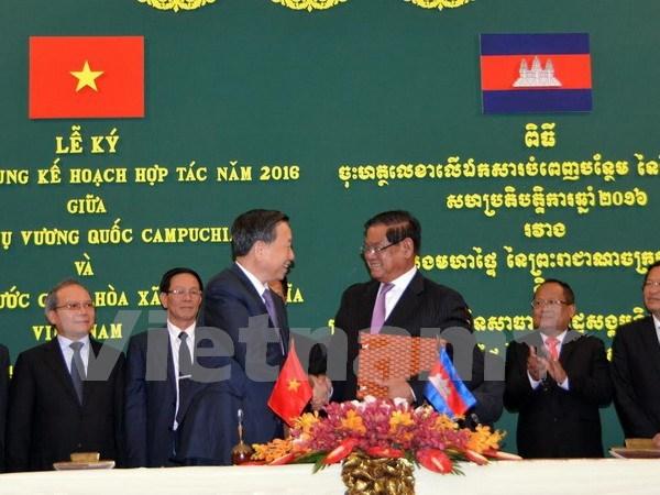 Refuerzan Vietnam y Camboya cooperacion en lucha contra crimenes hinh anh 1