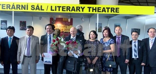 Ciudadano vietnamita gana Premio de Diccionario de Republica Checa hinh anh 1