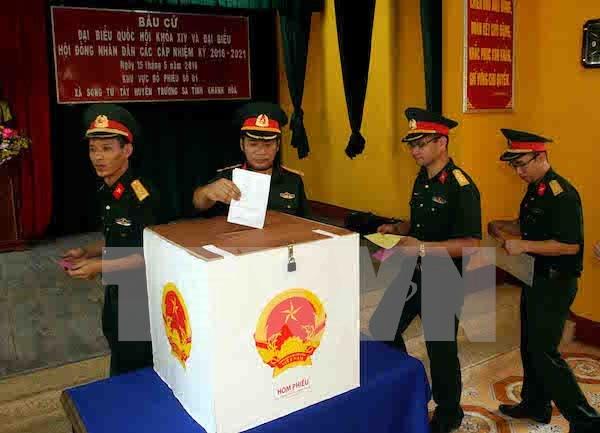 Ciudadanos en Truong Sa participan en votaciones generales tempranas hinh anh 1