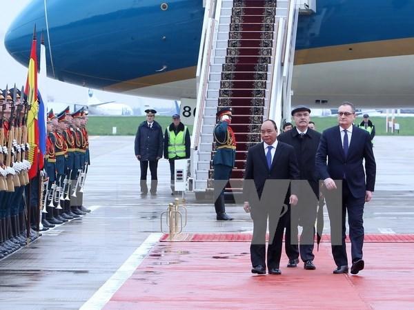 Premier vietnamita llega a Rusia para iniciar su visita oficial hinh anh 1