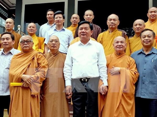 Vicepremier felicita a Sangha Budista de Vietnam en ocasion de Dia de Vesak hinh anh 1