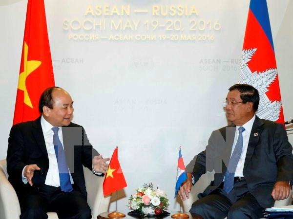 Primer ministro vietnamita mantiene amplio programa de encuentros en Rusia hinh anh 1