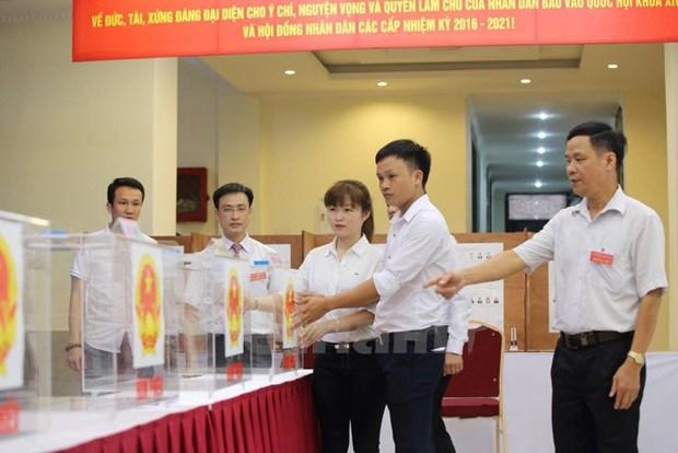 Elecciones generales: Estudiantes se incorporan a gran fiesta de pueblo hinh anh 1