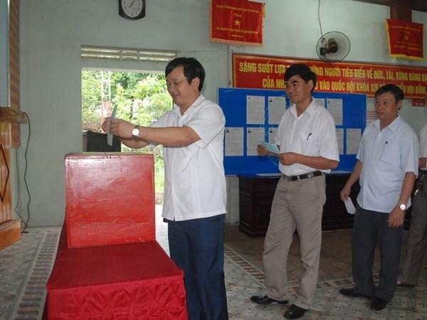Entusiastas votantes vietnamitas en gran fiesta nacional hinh anh 3