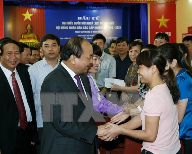 Lideres vietnamitas se unen a votantes en elecciones generales hinh anh 4